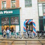 La movilidad eléctrica de Cooltra llega a Brno de la mano de Domino's Pizza