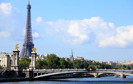 Ciudad de París con la Torre Eiffel de fondo